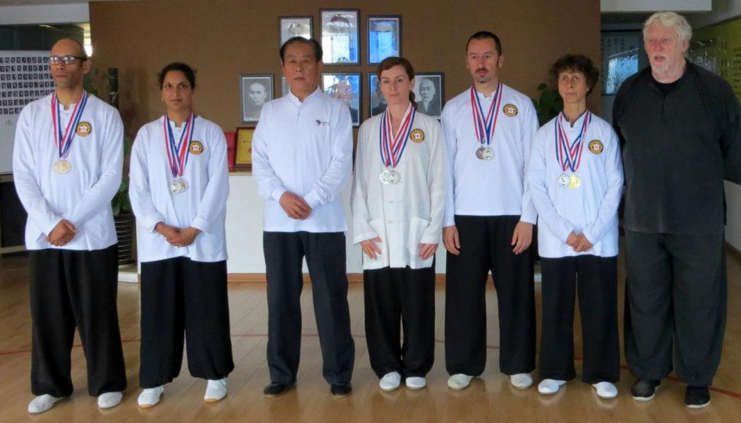 L'équipe de la FECMC médaillée avec les maîtres Zhao Youbin et William Nelson à Xi'an en avril 2015